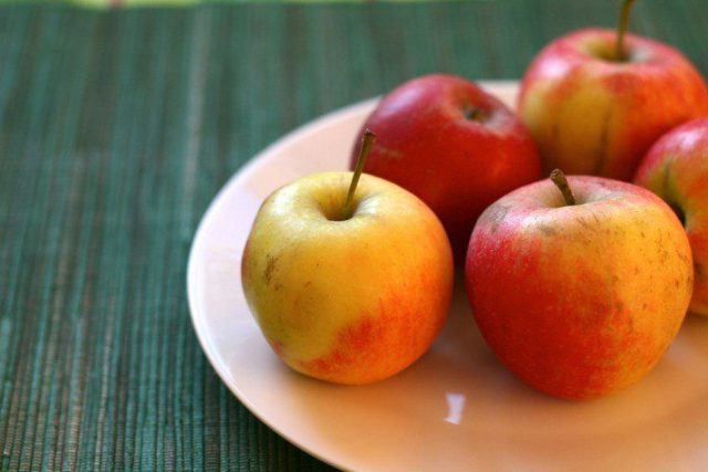 Fruit is a great and healthy way to break a fasting period.