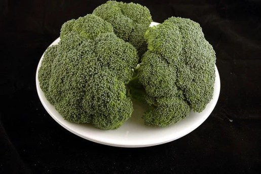 A pic of 200 calories of broccoli