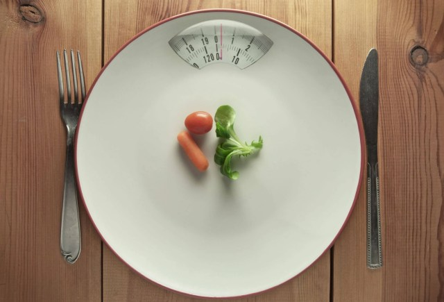 A photo of a small plate. Does it help with weight loss?