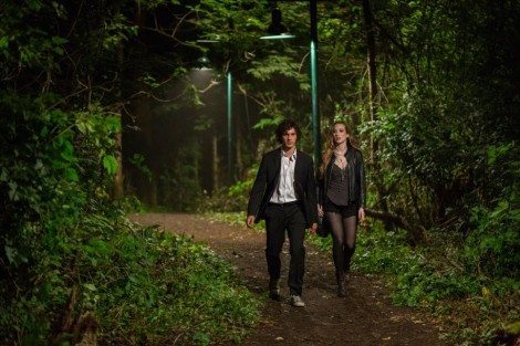 13-mat-vairo-and-sophie-lowe-in-the-returned