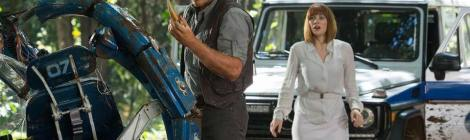 """""""Jurassic World"""" Weak Story Is Worth Sitting Through To See Dope-Ass Dinosaurs"""