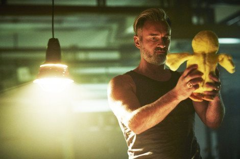 """HUNTERS -- """"Messages"""" Episode 102 -- Pictured: Julian McMahon as Lionel McCarthy -- (Photo by: Ben King/Syfy)"""