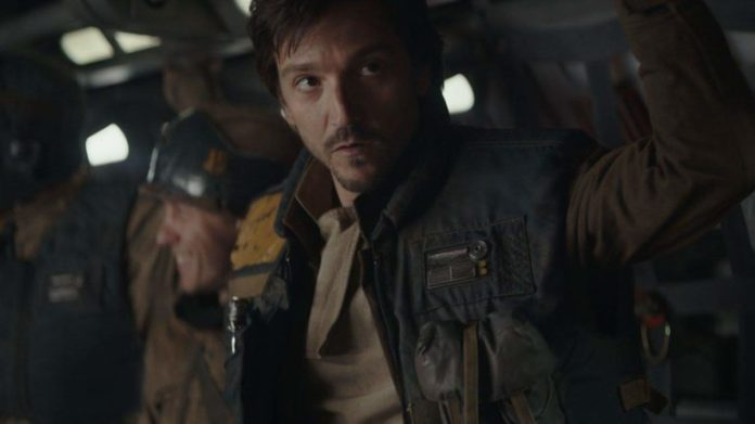 Diego Luna, interpreta Cassian Andor in Rogue One, a Star Wars story