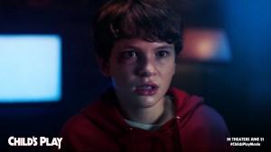 Child's Play: Mark Hamill terrorizza il protagonista in una nuova clip