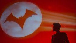 Batwoman, il nuovo trailer ci mette in guardia: le persone non sono sempre ciò che sembrano