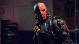 Arrow 8: il nuovo Deathstroke è pronto a tutto, anche ad uccidere il fratello!