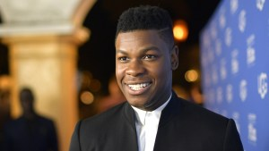 Star Wars: John Boyega trolla i fan con l'intro de L'ascesa di Skywalker