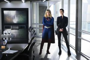 "Supergirl 5x10: le immagini tratte dall'episodio ""The Bottle Episode"" mostrano il ritorno di Lex Luthor"