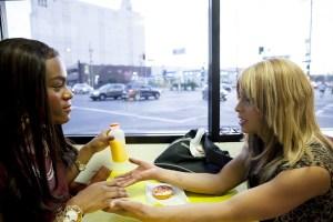Mya Taylor (l) and Kitana Kiki Rodriguez (r) in Tangerine