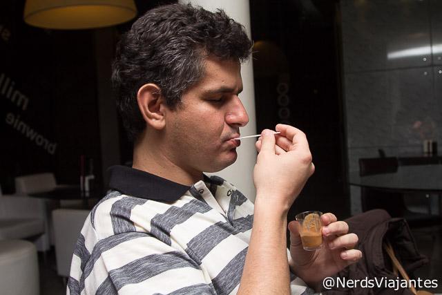 Nerd degustando sorvetes da Alessa Gelato em Belo Horizonte