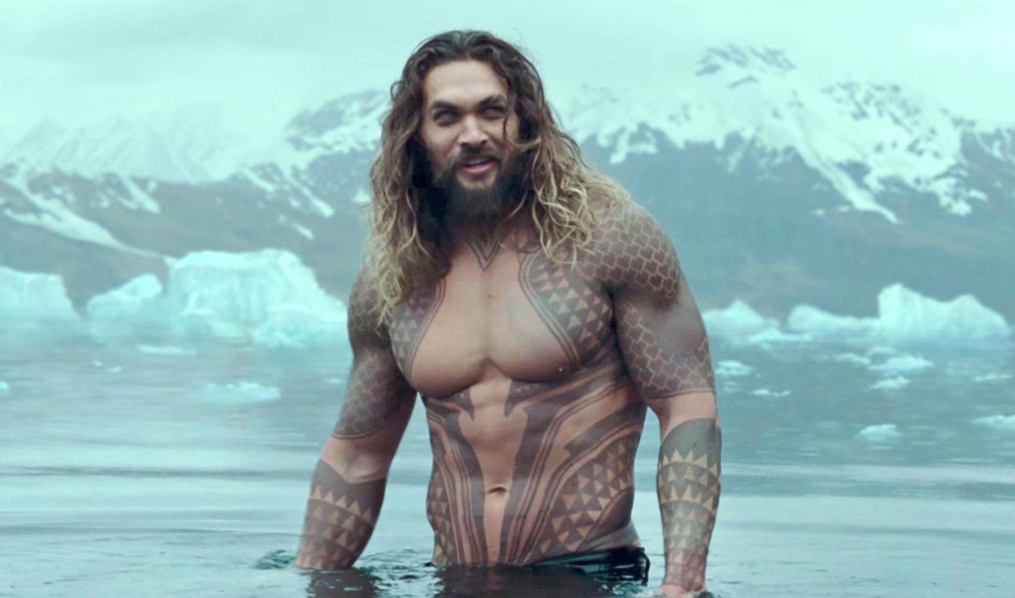 "LIGA DA JUSTIÇA | ""I hear you talk to fish!"" – Jason Momoa responde se o ""Aquaman"" fala com os peixes"