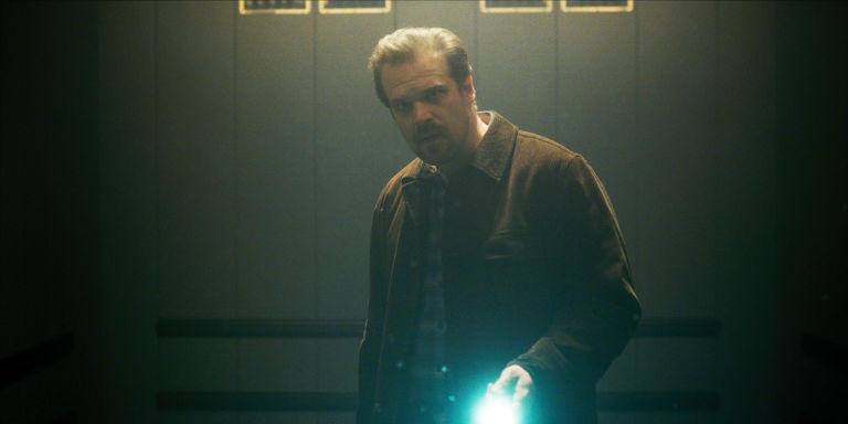gallery-1468601695-david-harbour-stranger-things-3
