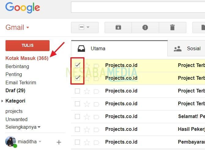 mengisi folder yang bernama projects