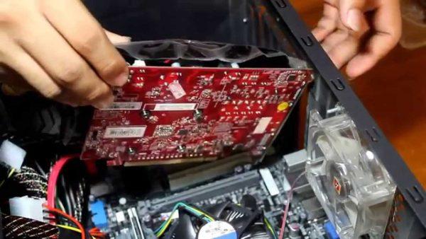 fungsi VGA Card adalah