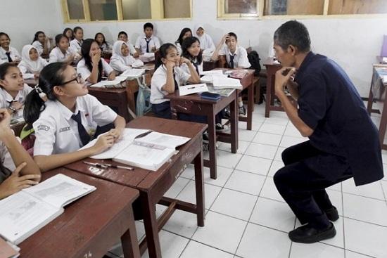 Contoh Karangan Narasi tentang Guru