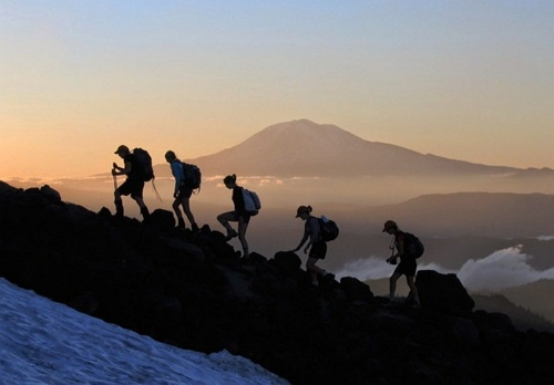 ilustrasi tentang mendaki
