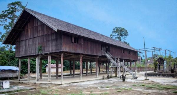 Rumah Adat Suku Dayak (Rumah Betang)