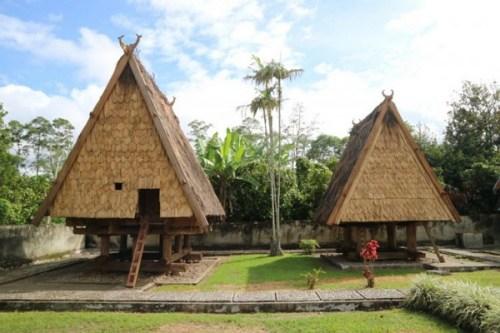 Struktur Rumah Adat Tambi
