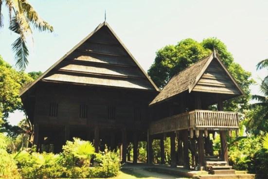 Rumah Adat Sulawesi Barat (Mandar / Boyang)