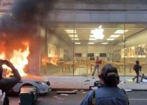 Apple Store Dijarah Para Demonstran