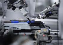Perakitan Playstation Oleh Robot