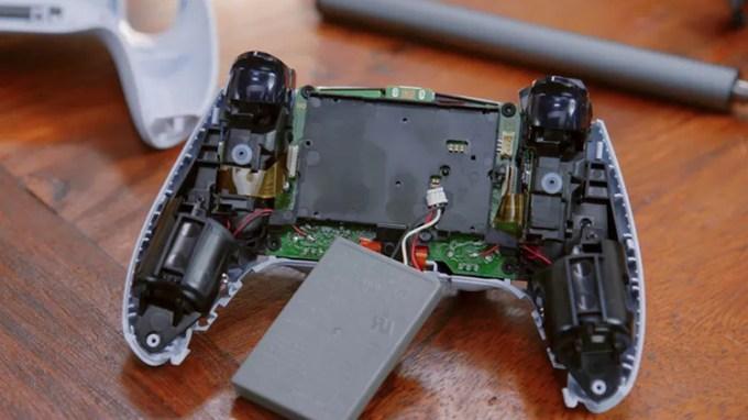 Tampilan Bagian Dalam Kontroler Dual Sense Playstation 5