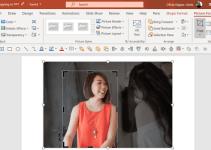 Cara Crop Gambar Sesuai Bentuk di PowerPoint