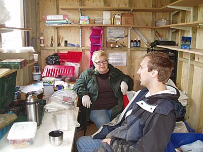 Anne and Scott come up with a game plan for the next six weeks in the new finds hut.