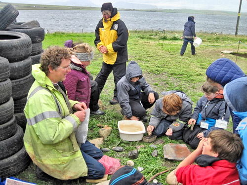 Chris Gee shows today's Excavation Club the art of Neolithic stone decoration and pigment preparation.