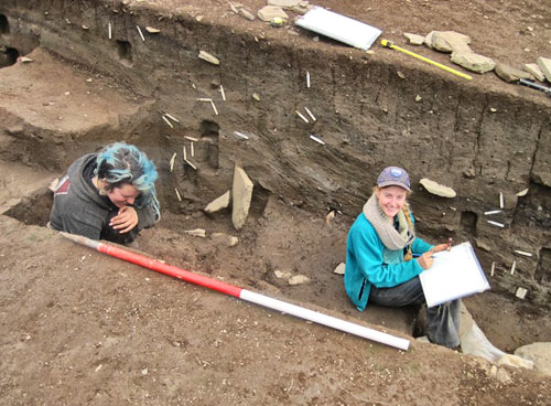 Mai and Katherine record one of the massive sections on Trench T.