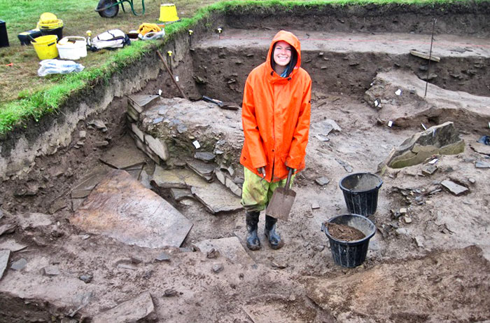 Today's poor weather failed to dampen Mai's enthusiasm as she revealed more of the elusive building under the midden mound in Trench T.