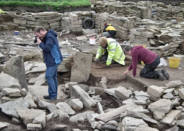 Jim captures images for a 3D model of the Structure Twelve alcove, while Claire and Christine work on the midden baulk.
