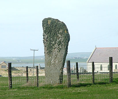 Barnhouse Stone, with Stenness kirk in the background. (Sigurd Towrie)