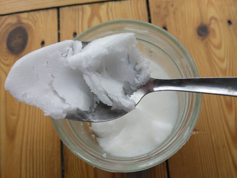 coconut oil pulling for white teeth