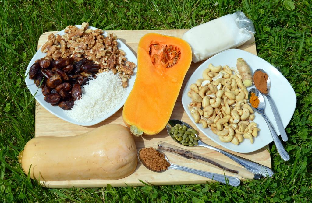 Ingredients for healthy pumpkin recipes like raw pumpkin pie