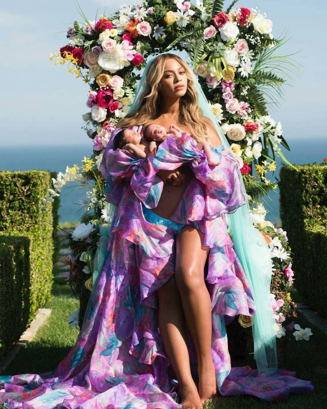 Beyoncé celebrates her twins Rumi and Sir's first month