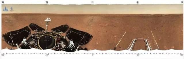 El resumen tomado por el rover Zhurong antes de salir de la pista de aterrizaje / CNSA