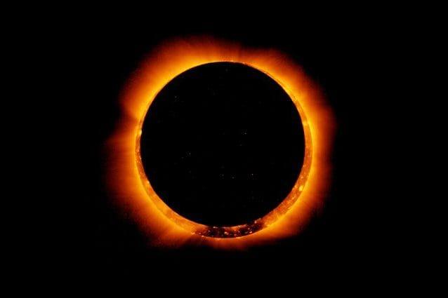 Eclipse solar anular oscurece el cielo el 10 de junio
