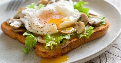 Leeks and Mushrooms on Cheesy Toasts with Fried Eggs-Netmarkers