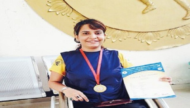 Bharti Gehani with gold medal-Netmarkers