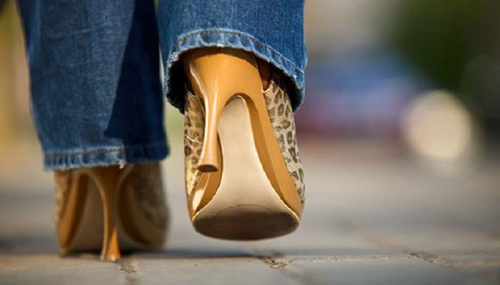 illegal-stiletto heels-Netmarkers