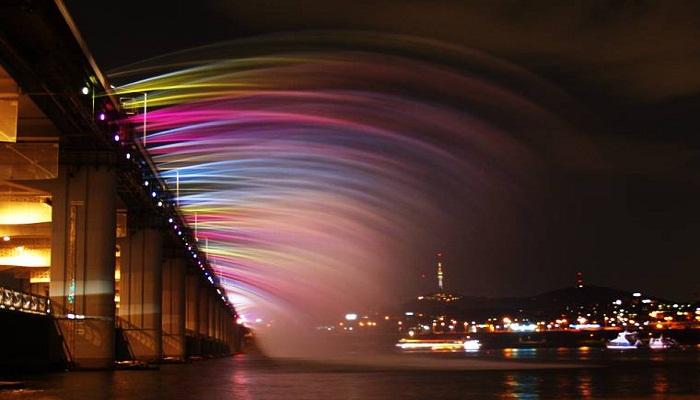 Banpo Bridge Rainbow Fountain!! Banpo-Bridge-Rainbow-Fountain-South-Korea-netmarkers