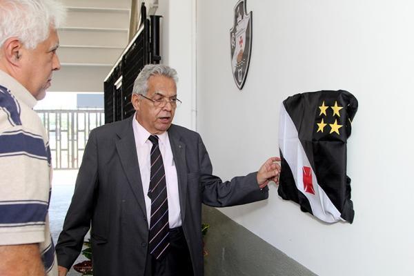 Presidente Eurico Miranda inaugura Caprres/Base sob olhares do vice-presidente médico Egas