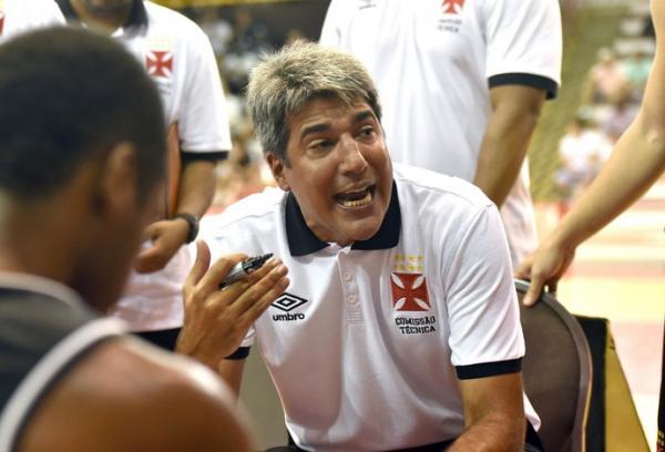 Dedé, do Vasco, começou com vitória seu caminho no time carioca