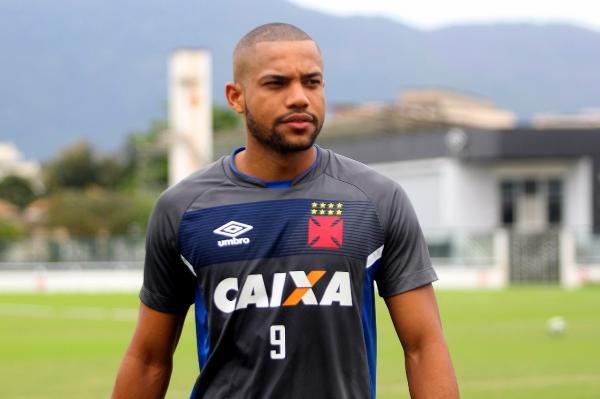 Zagueiro Lucas Rocha