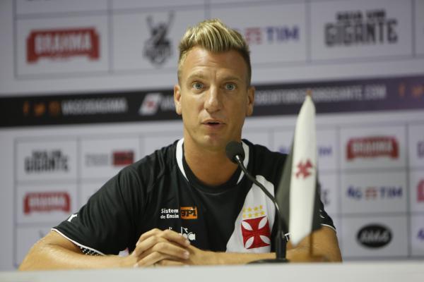 Maxi López foi apresentado nesta terça-feira