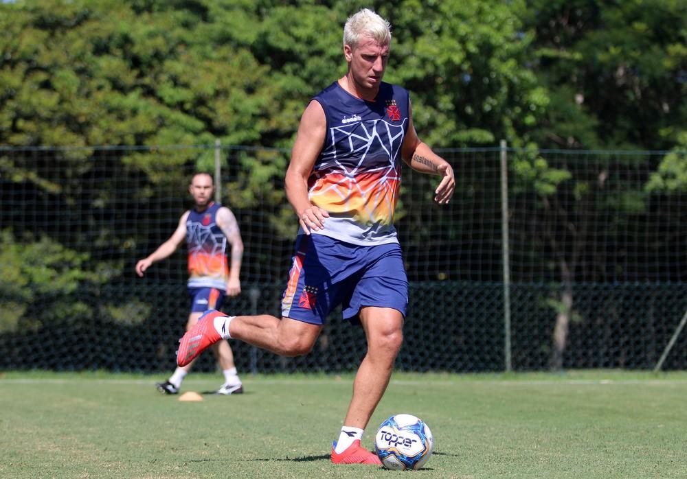 Maxi López durante treino do Vasco