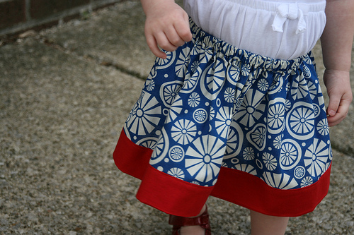TODDLER FAT QUARTER SKIRT http://www.lifeincleveland.com/2010/06/3-fat-quarters-2-toddler-skirts.html