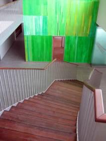 Treppe-in-Akatie-Massivholz-gedaempft-gebuerstet-und-geoelt-bearbeitet