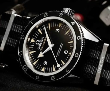 James Bond trägt Omega Seamaster Spectre Limited Edition